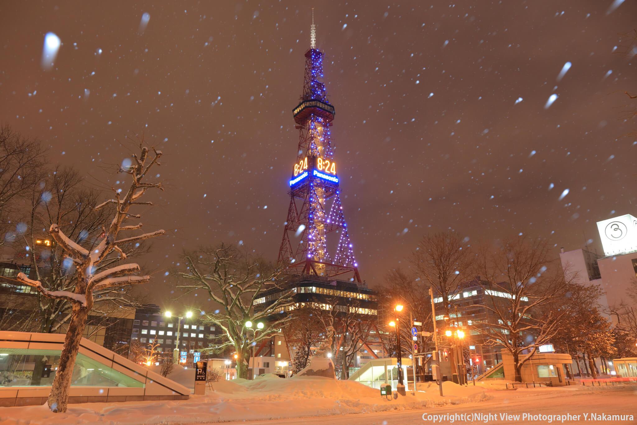 Photo of 大通公園にそびえる札幌のシンボル「さっぽろテレビ塔」